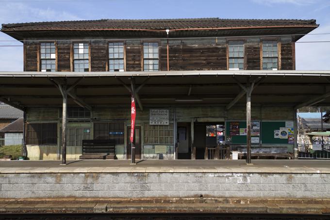 新八日町駅 ホーム