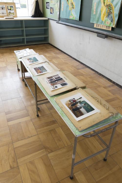 中学年教室の展示