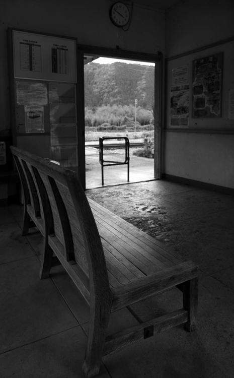 美濃神海駅 待合室