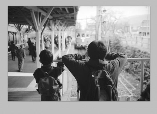 谷汲駅の親子 画像処理前