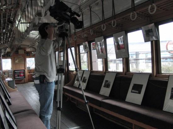 ぎふチャンテレビニュース 写真展取材風景 モ750車内にて